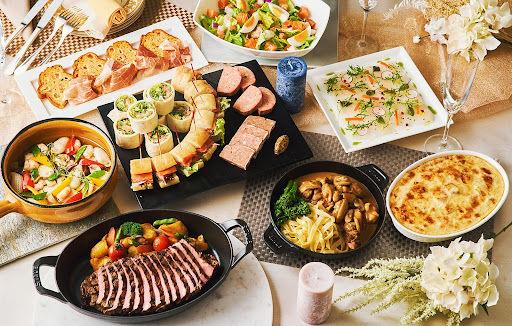 パーティーを盛り立てるホテル特製の料理(写真は4名分のイメージ)