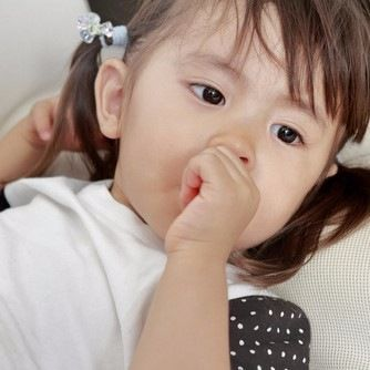 「まだ寝たくない」泣く、イヤイヤで難しくなる2歳児の寝かしつけ方法