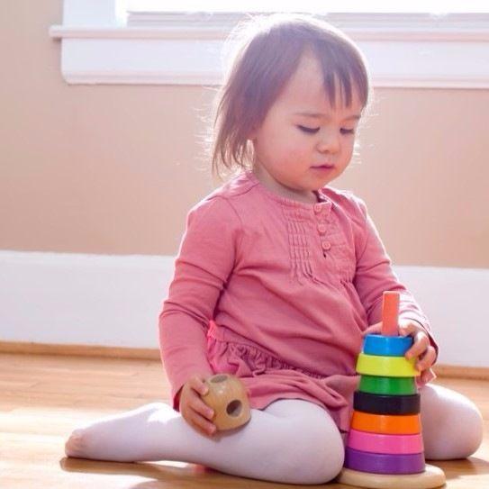 子どもと毎日過ごすリビングをすっきり収納。遊びのスペースを上手に取り入れる方法
