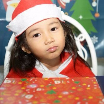 子どもが喜ぶクリスマスプレゼントの渡し方は?サプライズな演出とコツ