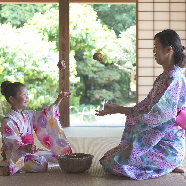 親子で楽しい時間を過ごせる、昔ながらの室内遊びを始めよう