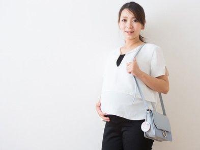通勤する妊婦