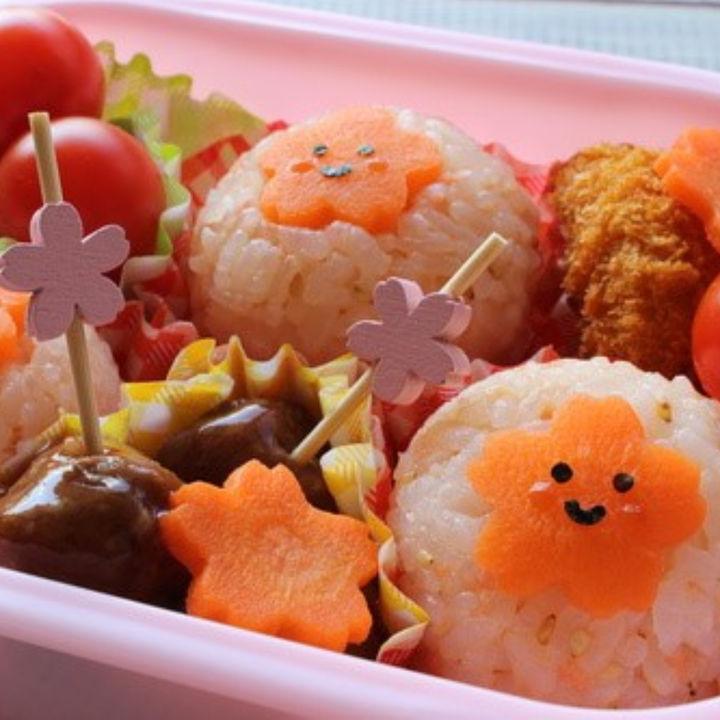 幼稚園のお弁当をアレンジ。人気の焼きそばやオムライスなどをひと工夫