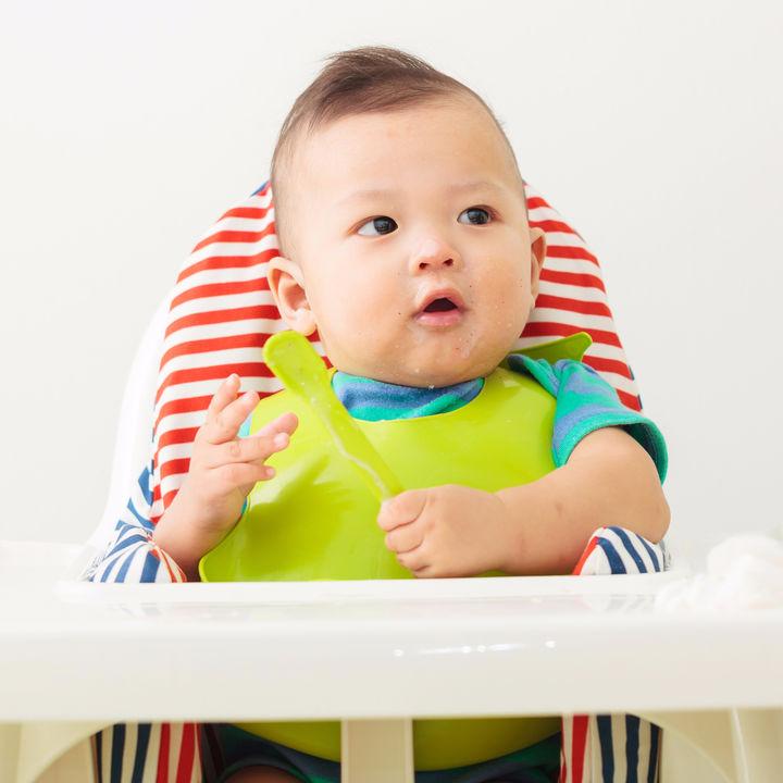 子どもに椅子はいつから必要?子ども用の椅子の種類などをご紹介