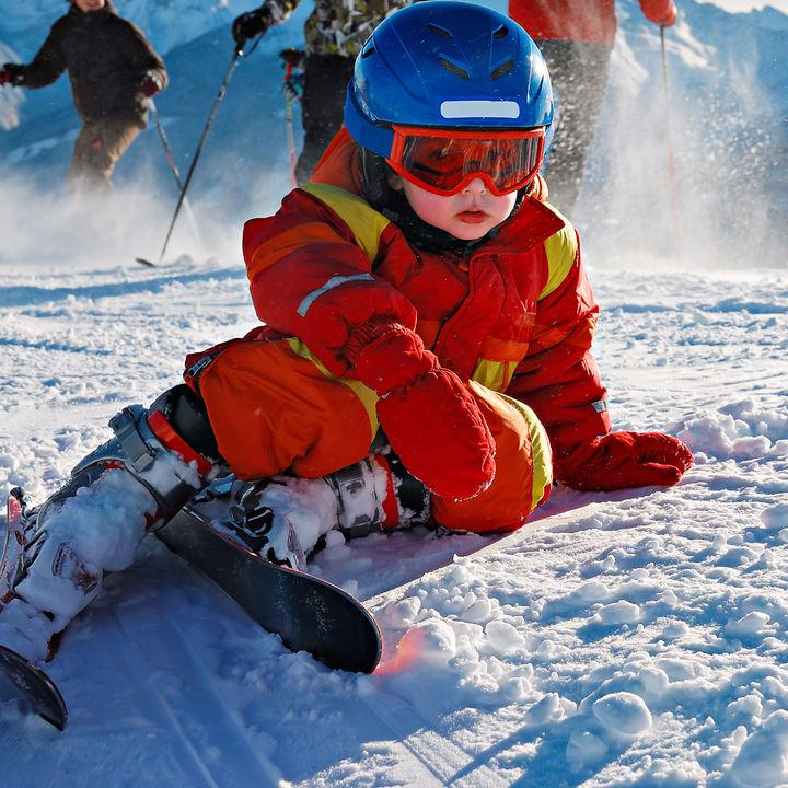 子どものスキーは何歳から?初心者の子どもが楽しめるターンの教え方や工夫