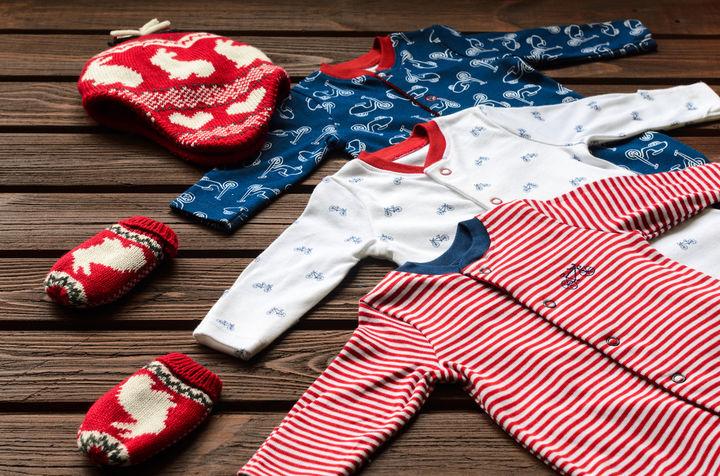 赤ちゃんの冬用パジャマ