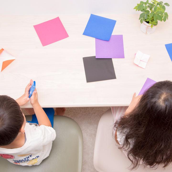 4歳児の室内遊びやゲーム。新聞紙を使った簡単な遊びなど