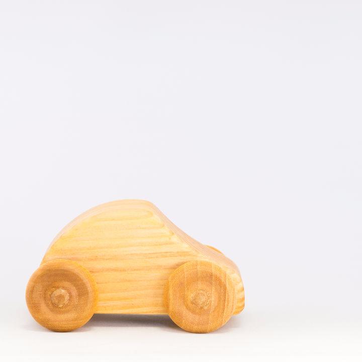 木製のおもちゃは赤ちゃんや1歳にもおすすめ?木の車や電車、手作りキットなど