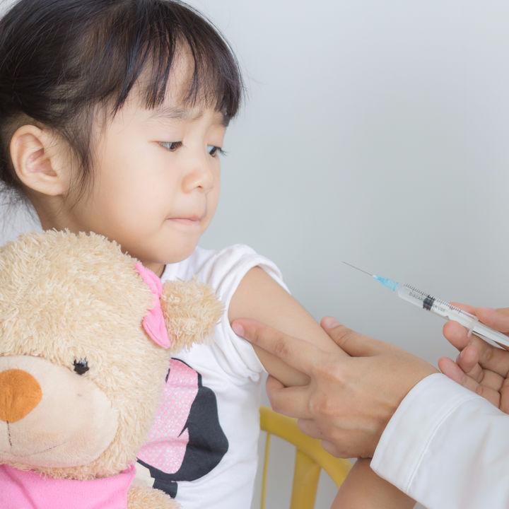 【小児科医監修】予防接種のインフルエンザ、受けない、受ける、子どもの体にとって良い選択とは