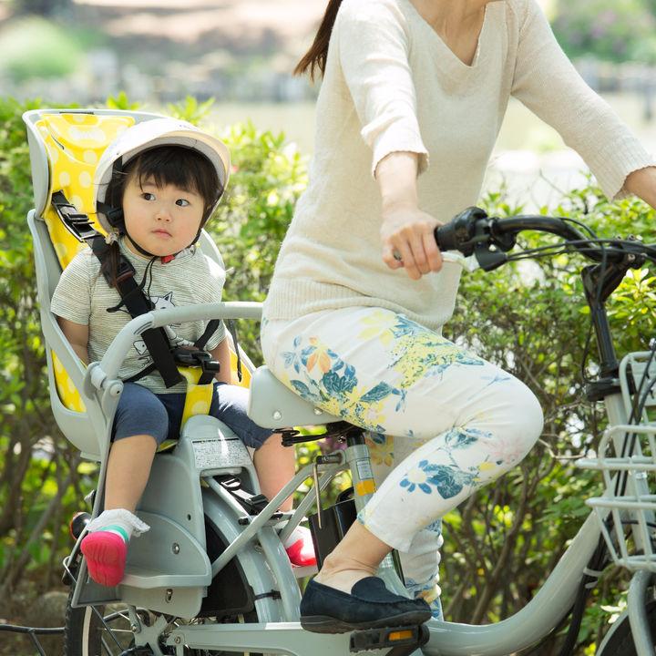 子ども乗せ自転車や電動自転車のレインカバーの種類・扱い方