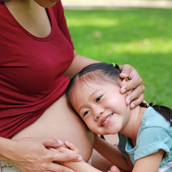 二人目の子どもの出産時、上の子はどこに預ける?