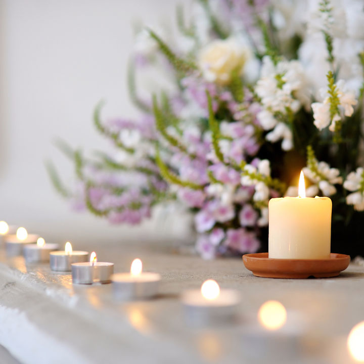 子どもの喪服はどうする?お葬式に参列する際の子どもの服装例を紹介