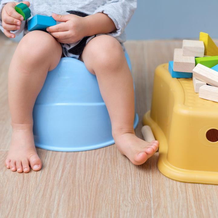 トイレトレーニングに踏み台は使う?手作り踏み台の作り方やママたちの体験談
