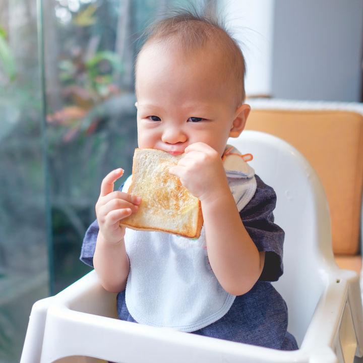 離乳食はいつから?食パンの離乳食時期別の進め方とアイディア