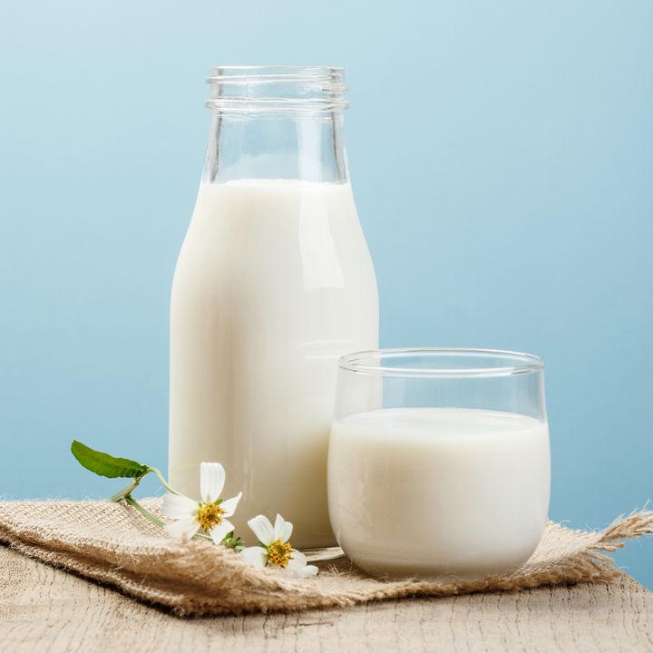 離乳食はいつから?牛乳の離乳食時期別の進め方とアイディア