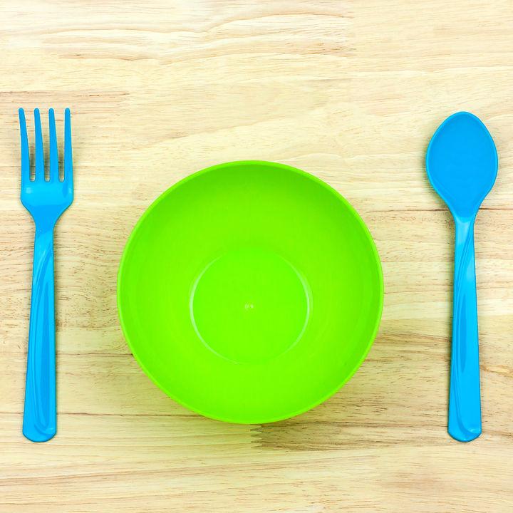 離乳食の食器やスプーン、マット、プレートを選ぶポイントは?