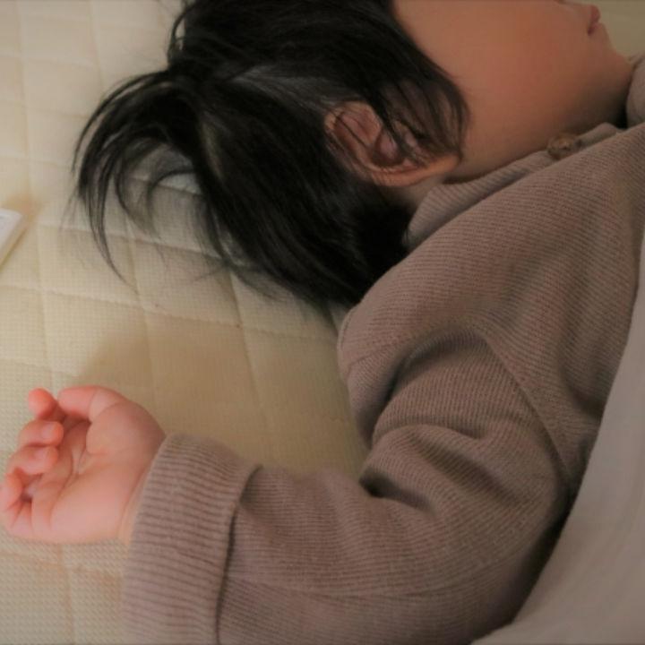 【小児科医監修】39℃以上の幼児の発熱。子どもの発熱時の登園や受診目安、ホームケア