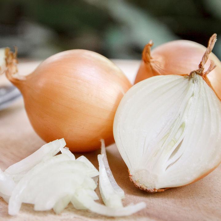 離乳食中期の玉ねぎの進め方。レシピやレンジでの調理方法などを紹介
