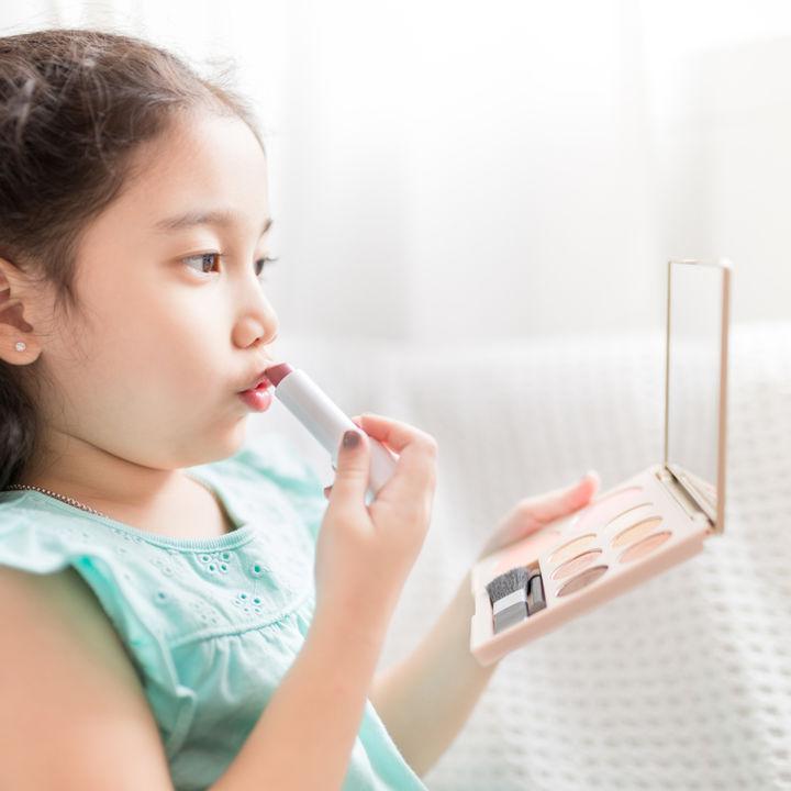 子ども用の日本製メイクセットや化粧落としは安全?女の子のメイク事情