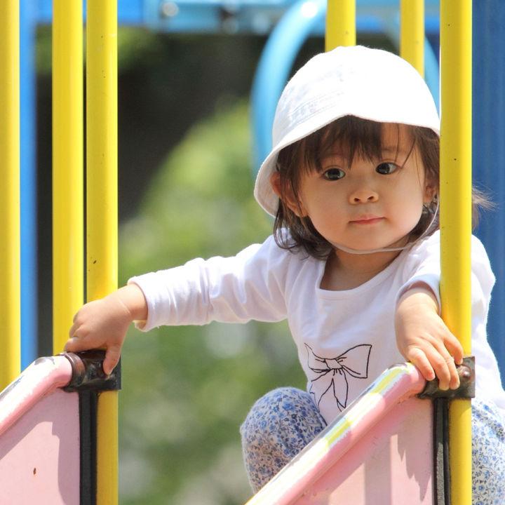 1歳の子どもができる外遊び。アウトドア、公園、バーベキューなど場面別の喜ぶ遊び