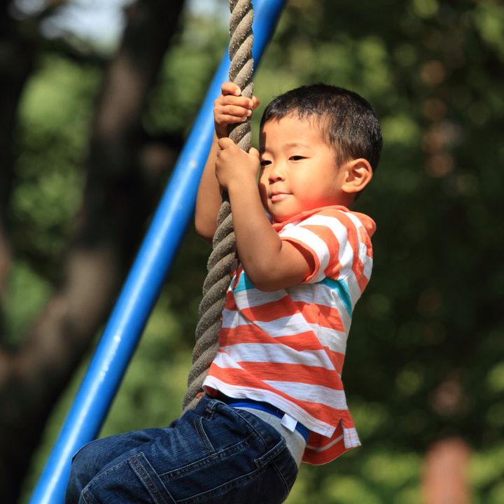 子どもが喜ぶ外遊び。4歳児向けのアウトドアやバーべーキューでできる遊びとは