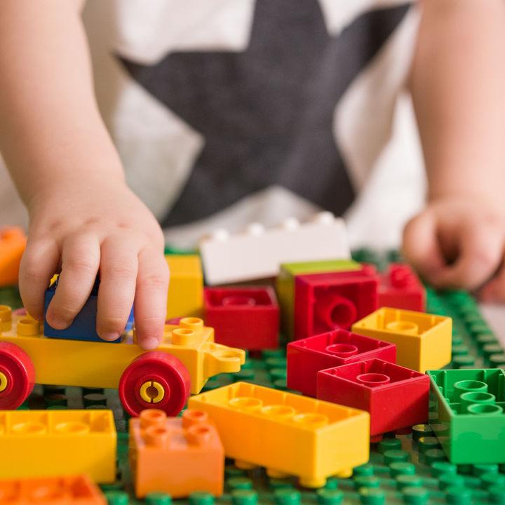 3歳の男の子のおもちゃの選び方。室内用や外出に便利なおもちゃとは