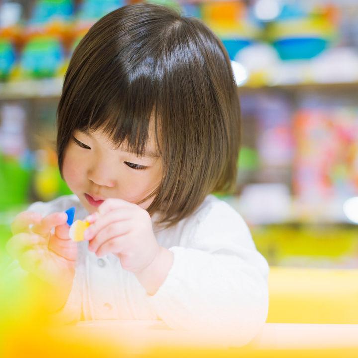 3歳の女の子のおもちゃ。室内用や屋外用などの種類と選び方
