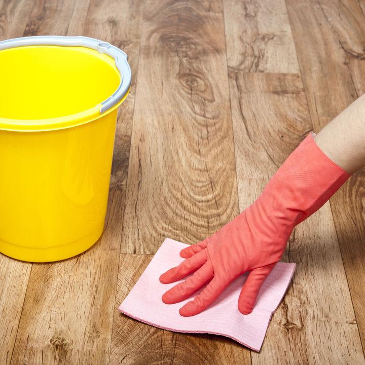 フローリングの溝の掃除。隙間や目地、継ぎ目もすっきりさせる方法とは