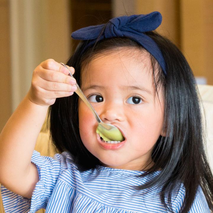 気になる2歳児の食事マナーのしつけ方法は。悩み別体験談と対処法