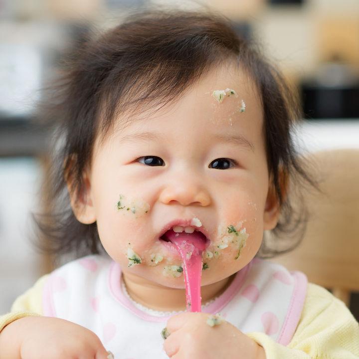 離乳食後期のほうれん草レシピ。冷凍方法や手づかみ食べなどの工夫やアレンジ方法