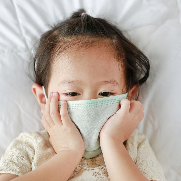 【小児科医監修】おたふく風邪だとみんな腫れる?腫れないケースや腫れる場所やいつまで腫れるかについて