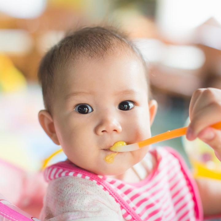 離乳食の3回食はいつから始めたらいい?メニューやミルクを与える頻度など
