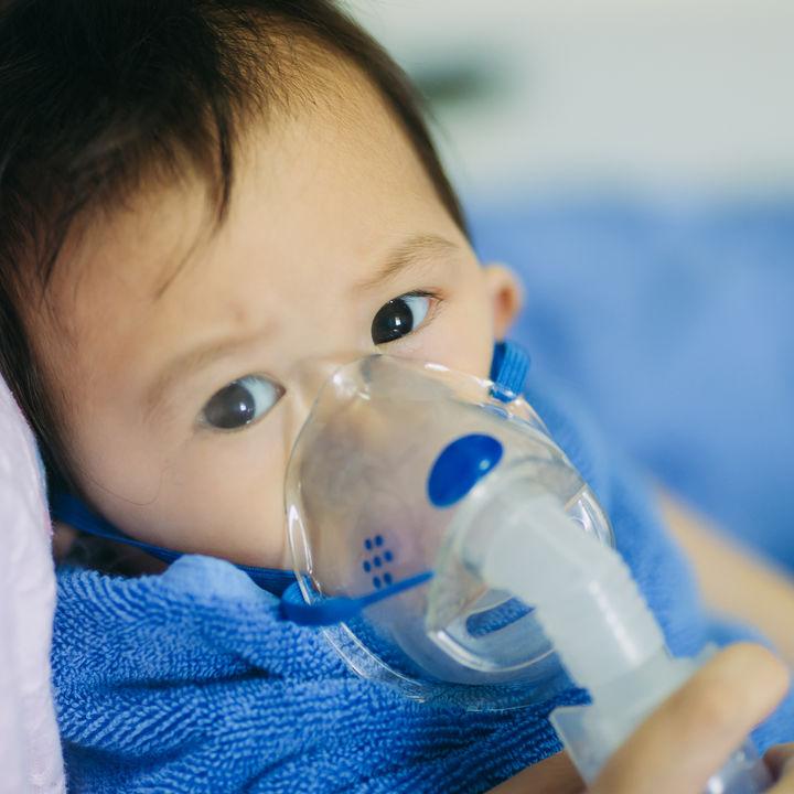 【小児科医監修】子どもに多いマイコプラズマ肺炎とは?症状や登園停止について