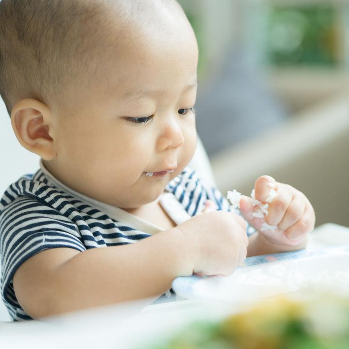 生後10カ月の赤ちゃんの離乳食。気になる1日の目安量や食べ方