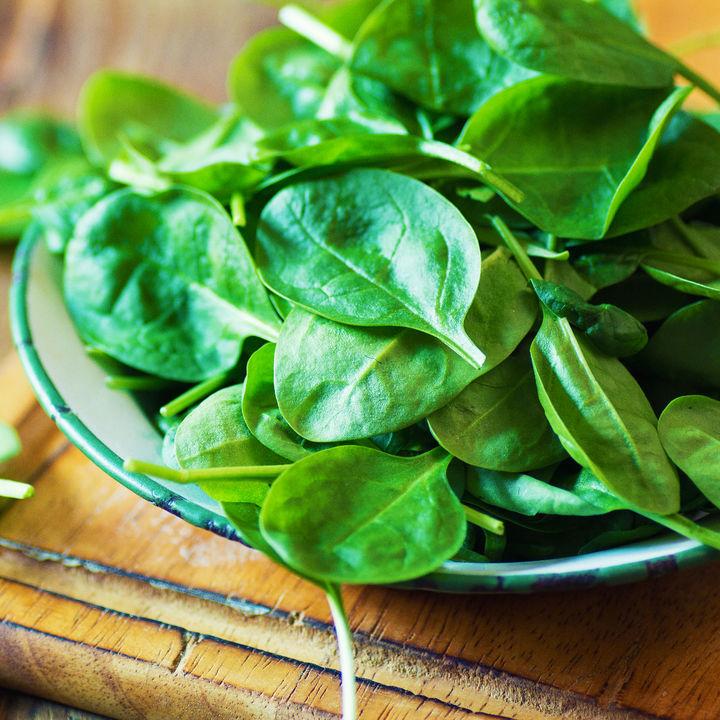 離乳食初期のほうれん草の進め方は?レシピやミキサーの活用法をご紹介