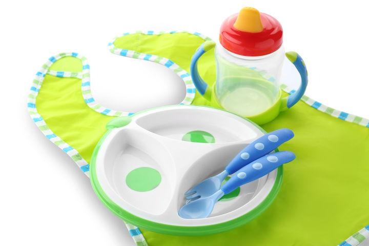 離乳食のエプロンと食器