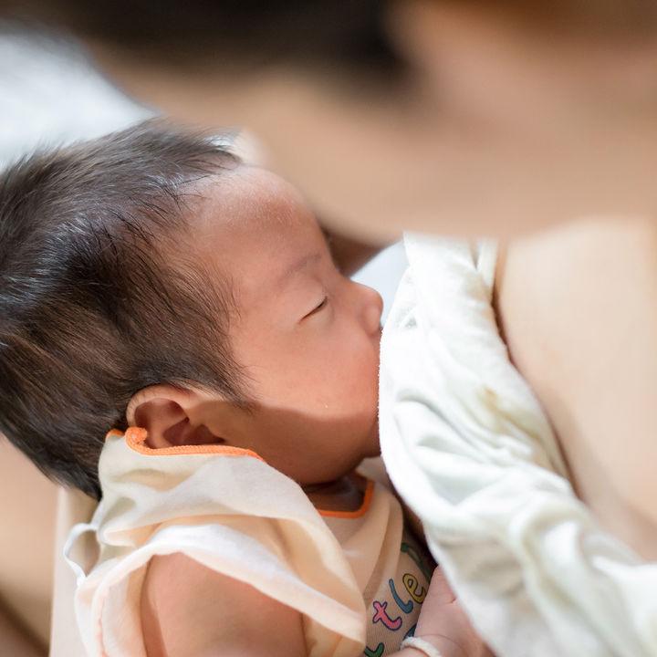 【体験談】授乳中の寝不足はいつまで?イライラの対策や解消方法