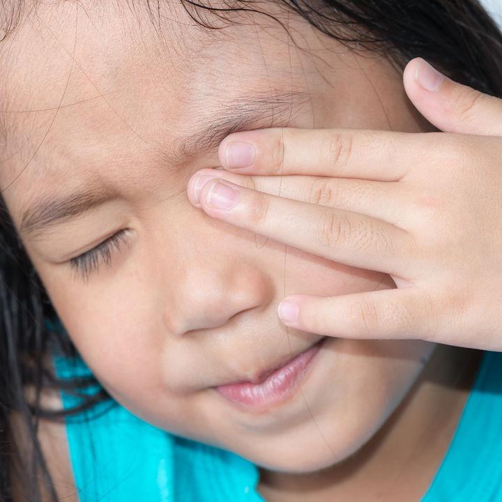 【小児科医監修】アレルギー性結膜炎はうつる?子どもがなった場合の治し方
