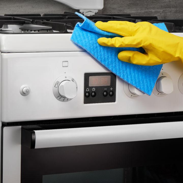 掃除しやすい簡単裏ワザを使って、面倒なガスコンロを楽に掃除しよう