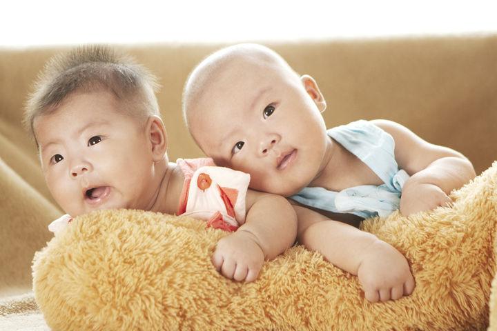 双子の赤ちゃん用グッズ