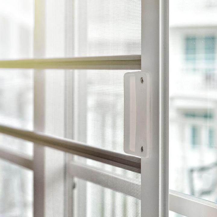 上げ下げ窓の網戸掃除の方法。掃除の手間や簡単なコツなど