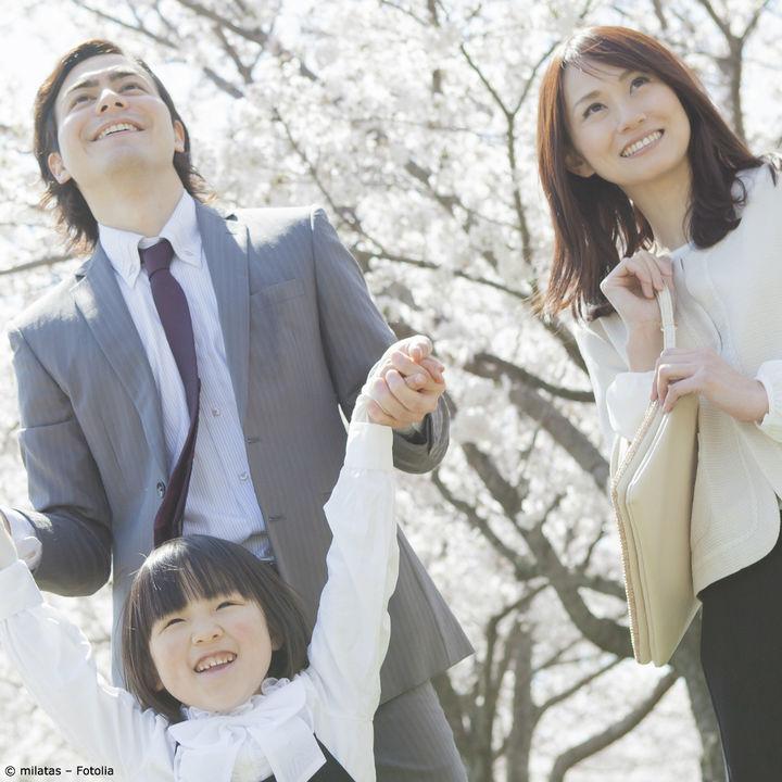 入園式や入学式でママが着る、スーツやバッグの選び方