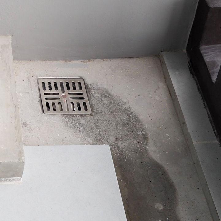 ベランダの排水口を簡単に掃除するコツ。掃除の道具や手順など