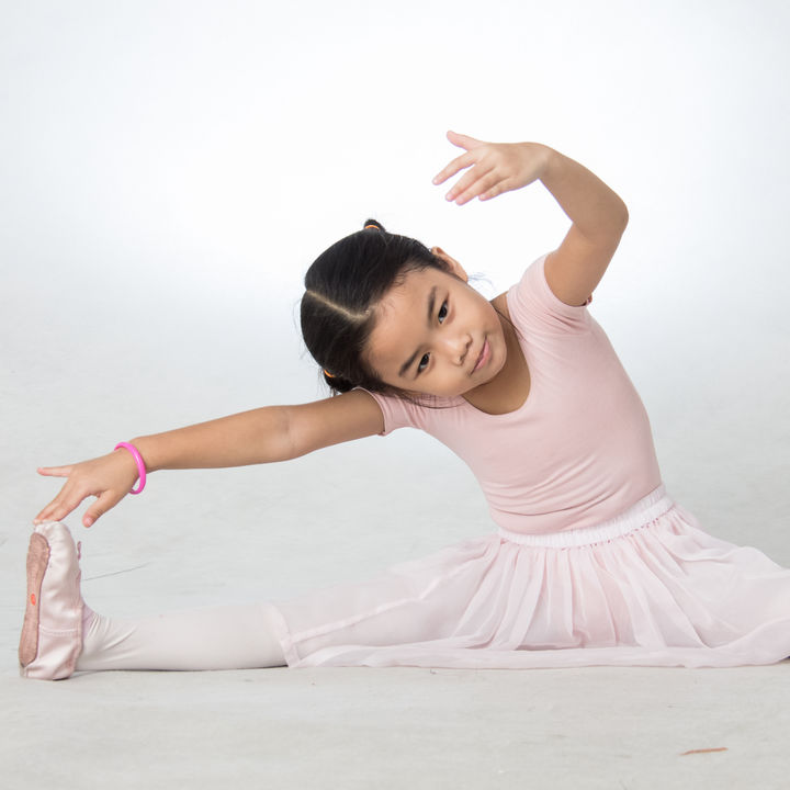 子ども用のバレエシューズの選び方。素材の種類やお手入れの方法は