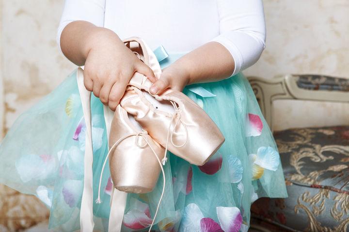 バレエのフラワースカートとトゥシューズ