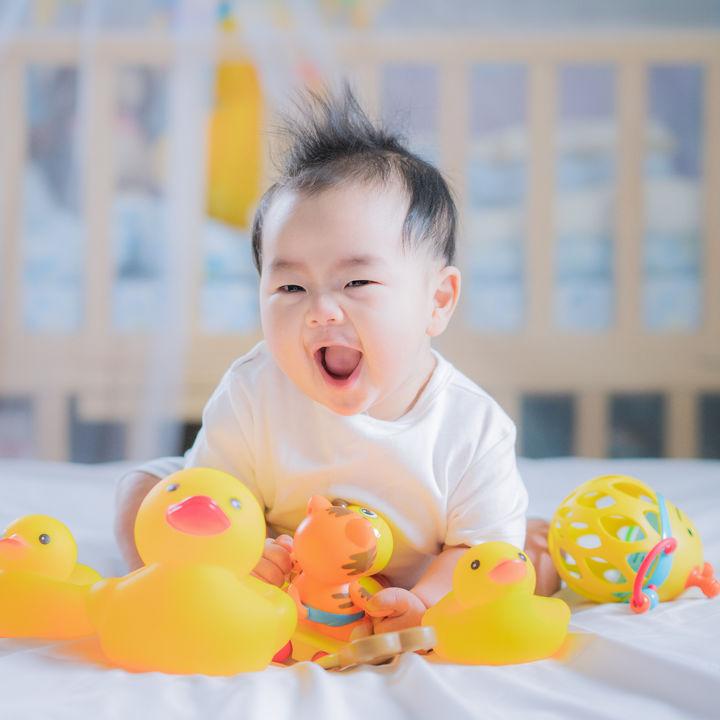 生後7ヶ月の赤ちゃんに人気のおもちゃや手作りおもちゃ。遊ばないときの工夫など