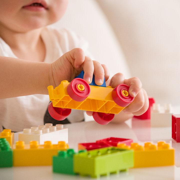 生後8ヶ月の子どもと室内、外遊びするなら。遊び場と遊び方、おもちゃの選び方