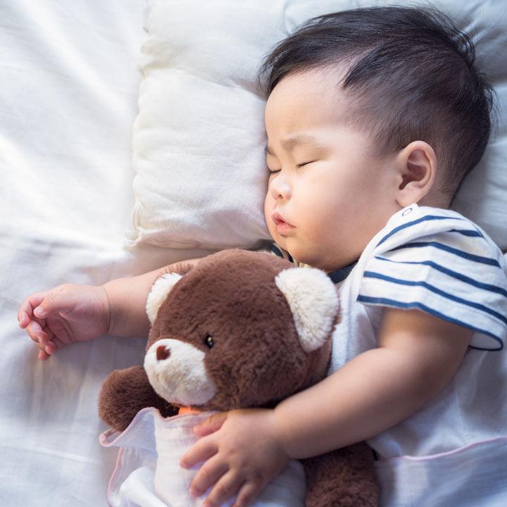 生後7カ月の寝かしつけ。かかる時間やママたちの寝かしつけ方法とは
