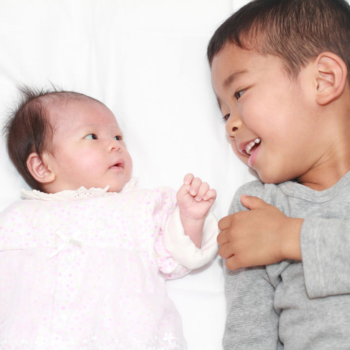 生後1ヶ月の赤ちゃんとふれ合いながら楽しめる遊びと遊び道具