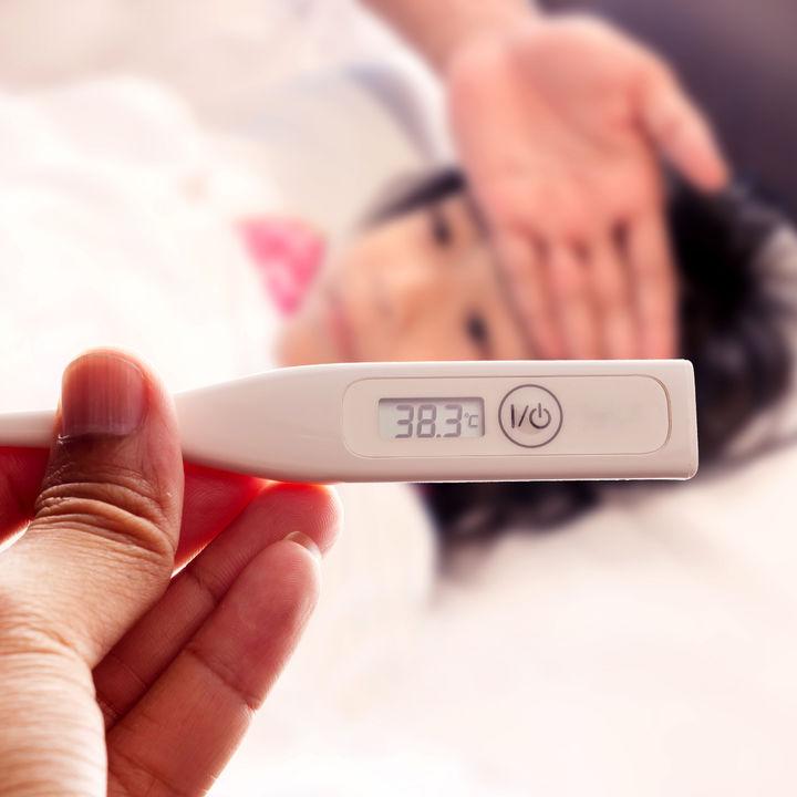 【小児科医監修】プール熱の初期症状と対処法。目やに、鼻水など症状の順番は?